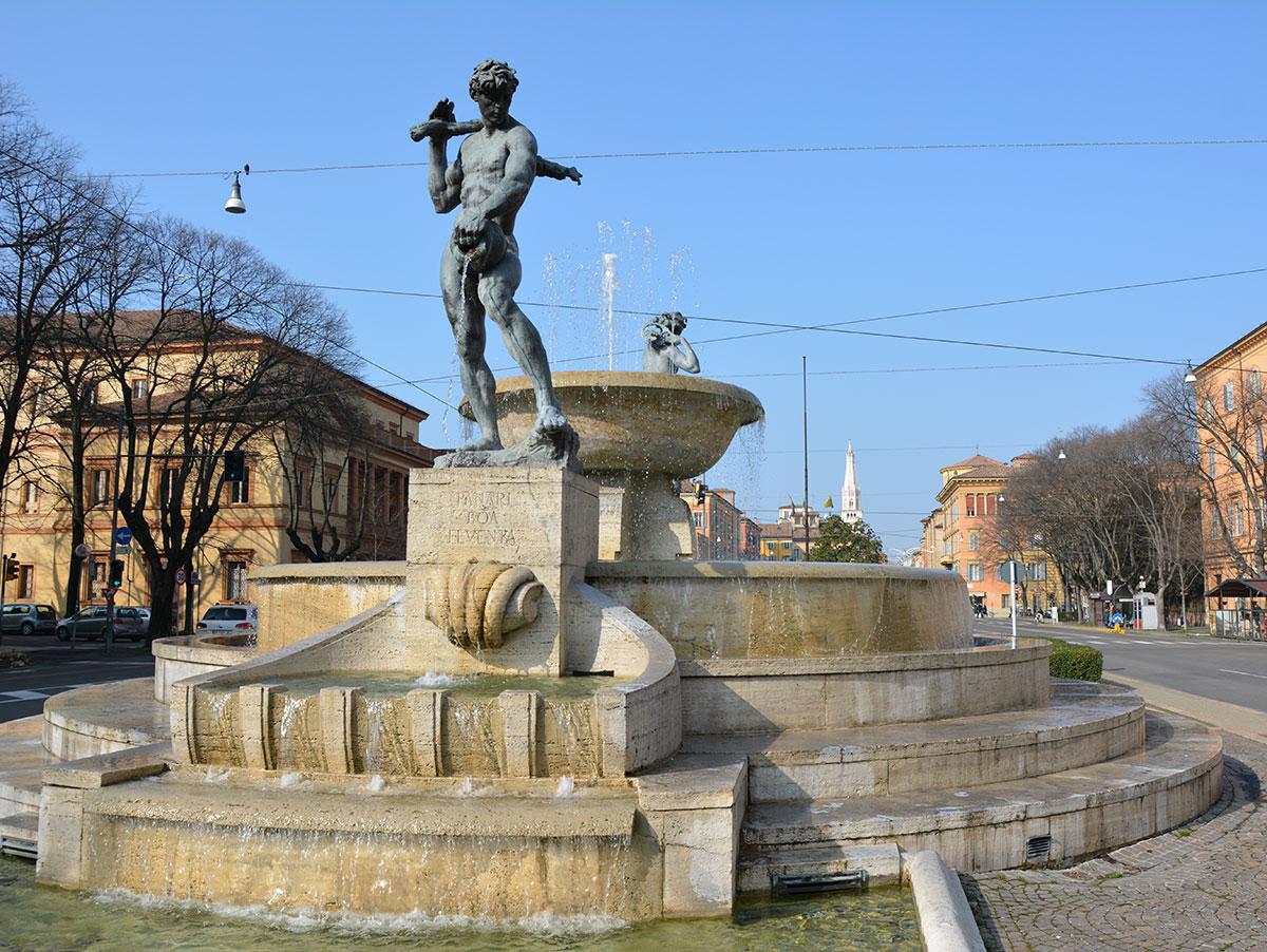 Fontana del Graziosi nella quale sono rappresentati i due fiumi che circondano Modena, Secchia e Panaro